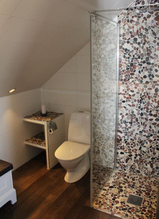 Badrum - Aspen stenmosaik i duschen