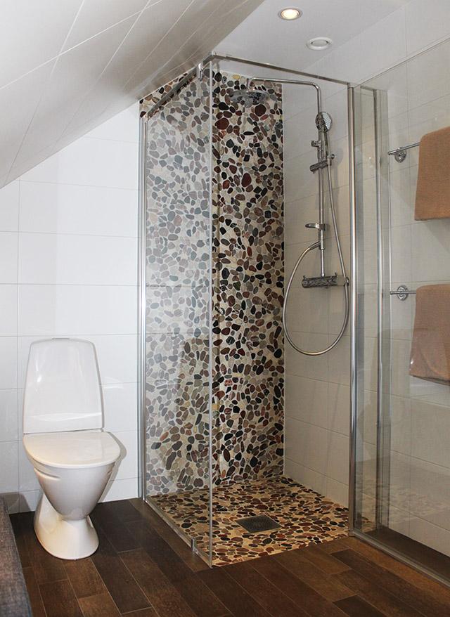 Badrum - Aspen toalett dusch stenmosaik