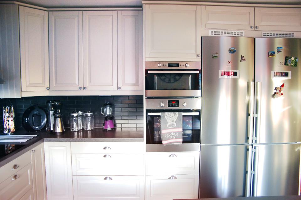 Epok kök med vitvaror i rostfritt stål